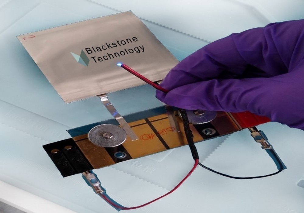 A 5x5 cm-squared pouch cell with luminous LED, 3D printed using Blackstone's mysterious technology.
